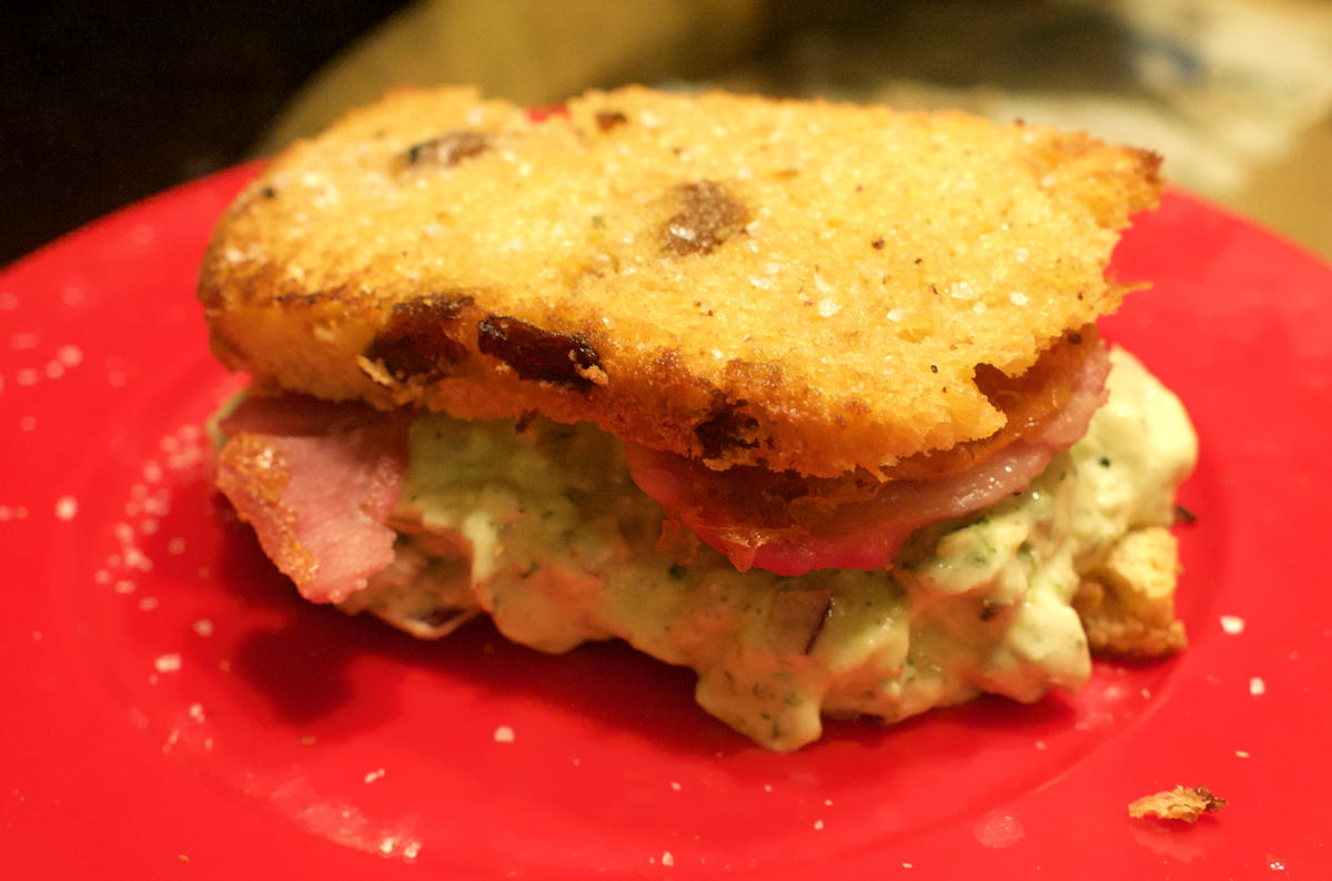 Dilly avocado ham sandwich