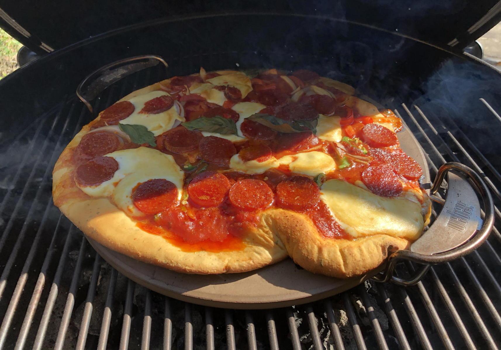 Mozzarella pizza