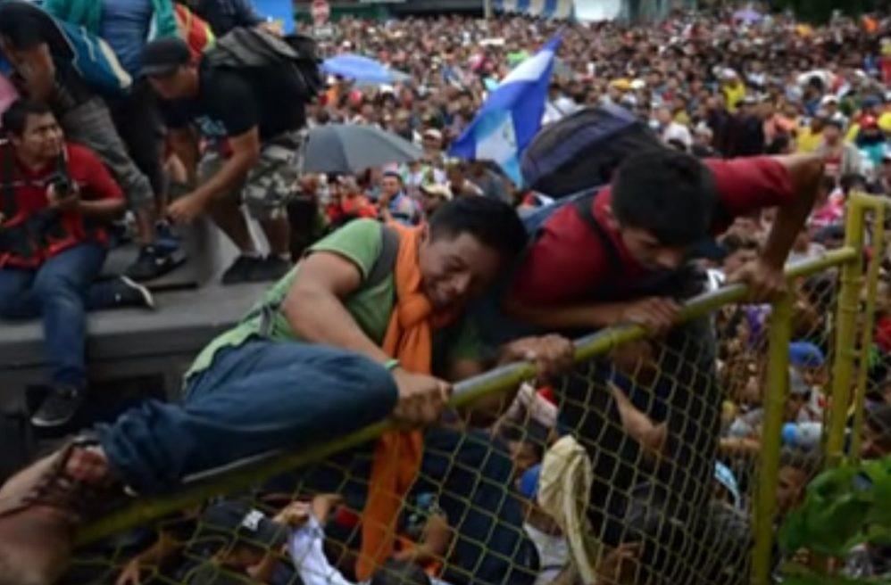 Hondurans cross Tecun Uman border