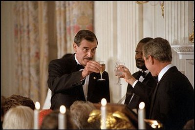 Presidents Bush and Fox toast
