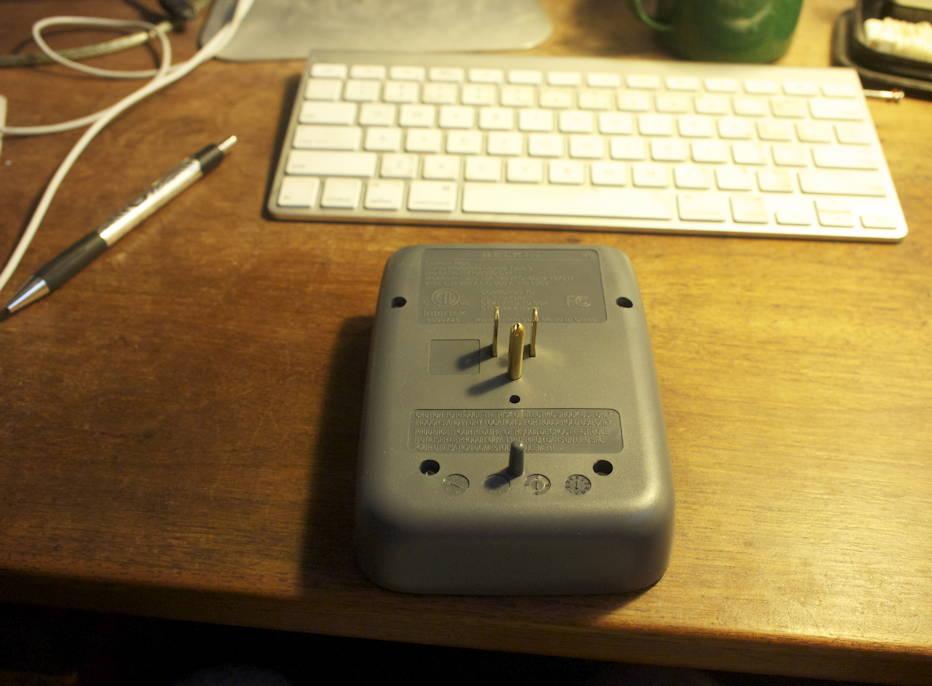 Belkin 6-plug brick back side