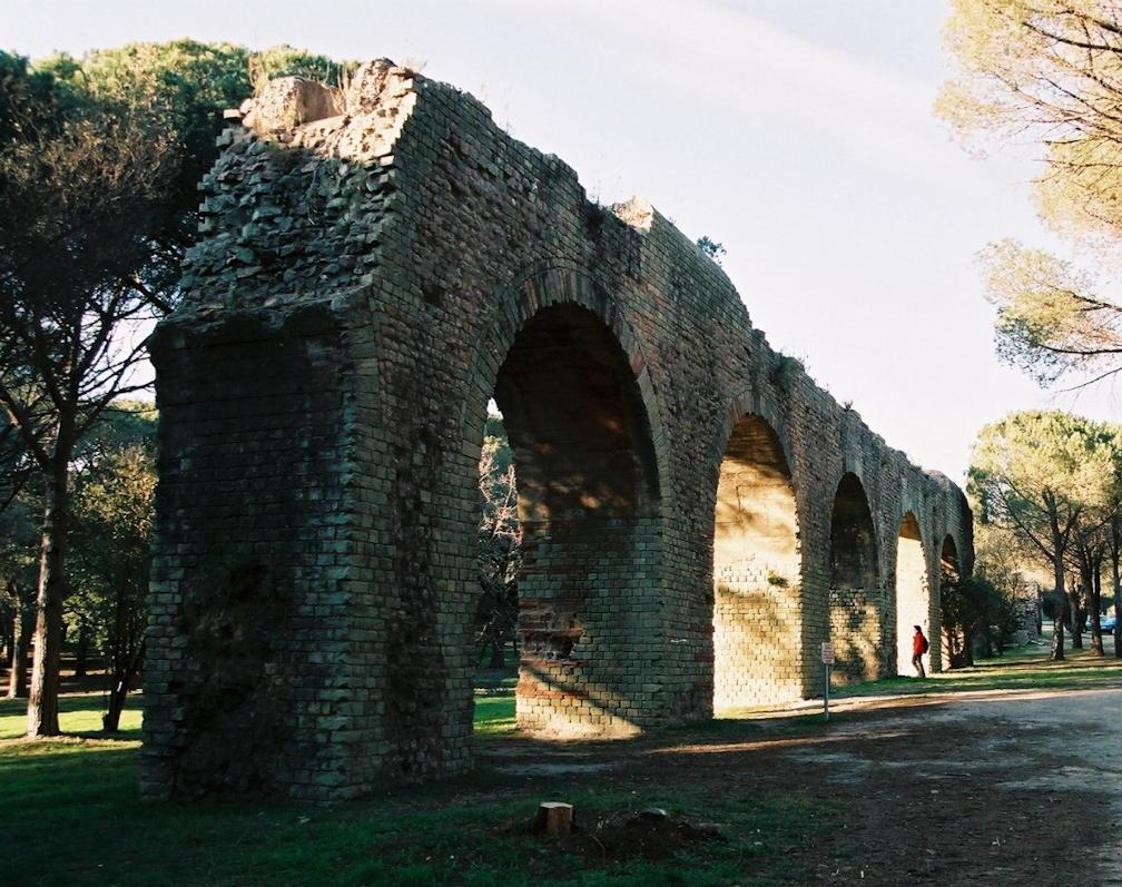 Fréjus aqueduct arches