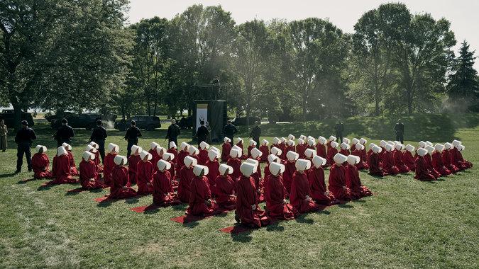 Kneeling handmaids